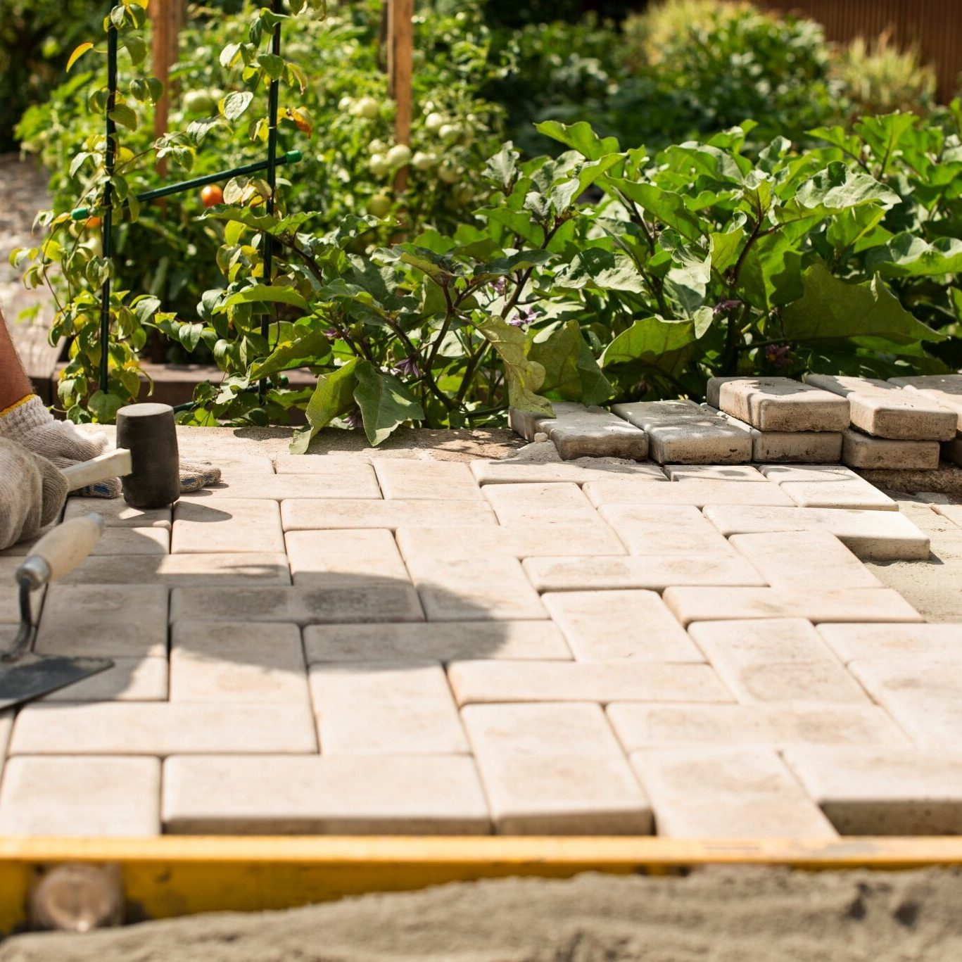 outdoor-slab-job-cottagecore-real-people-garden-place-of-work-builder-floor-hammer-sidewalk-stone_t20_P0OmQy